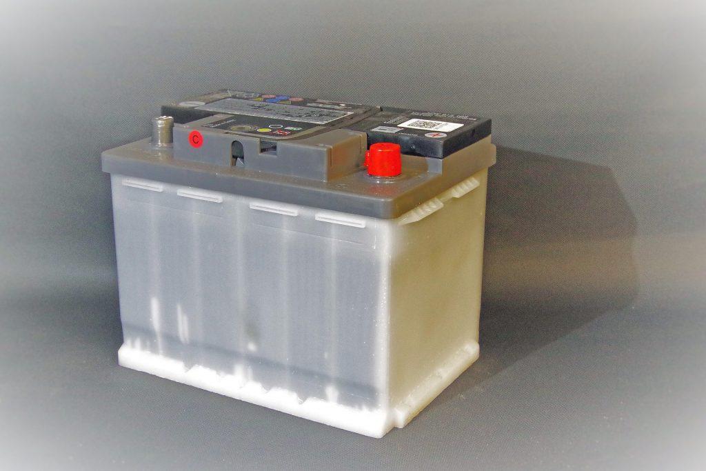 ①自動車のエンジン始動と別の予備バッテリー