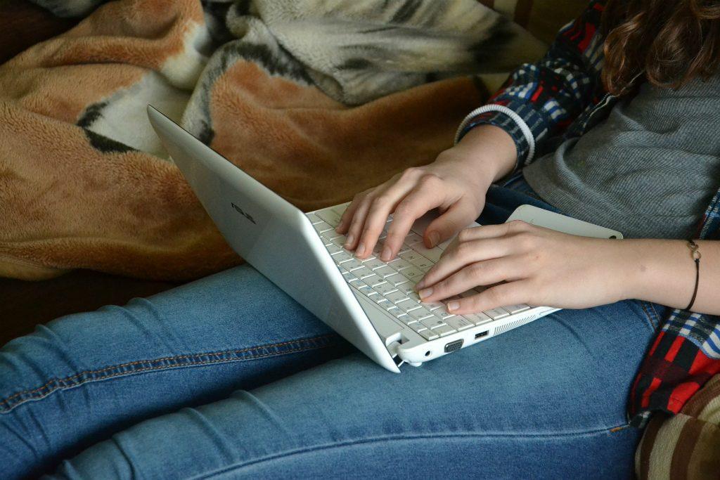 ブログ初心者収入や収益も教える・180日経過した今のPVと収益