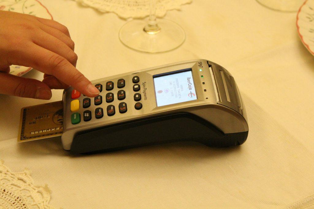 日本のクレジットカードやデビットカードはどんなことに困る?