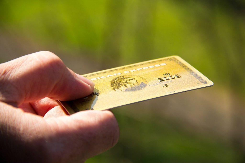 奥さんが個人のクレジットカードが持つ方法