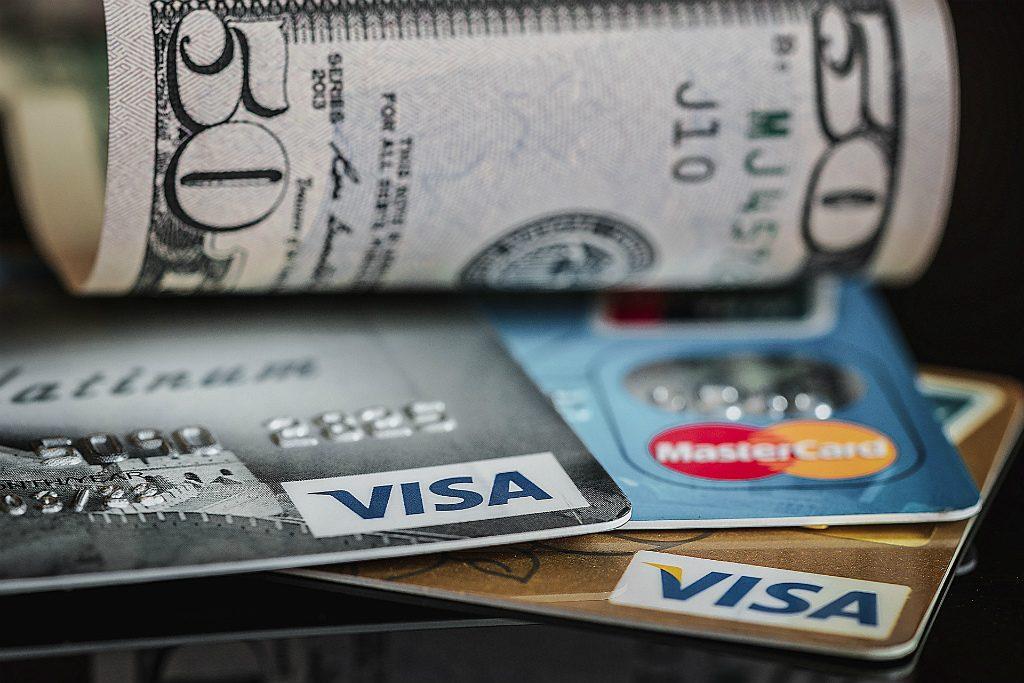 奥さんが個人のクレジットカードを申請できる条件