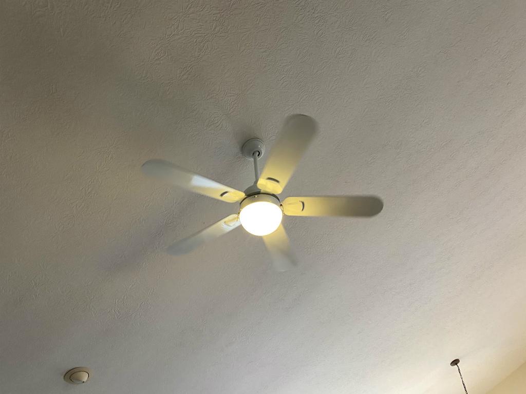 【アメリカ賃貸】天井のファン(シーリングファン)の掃除方法