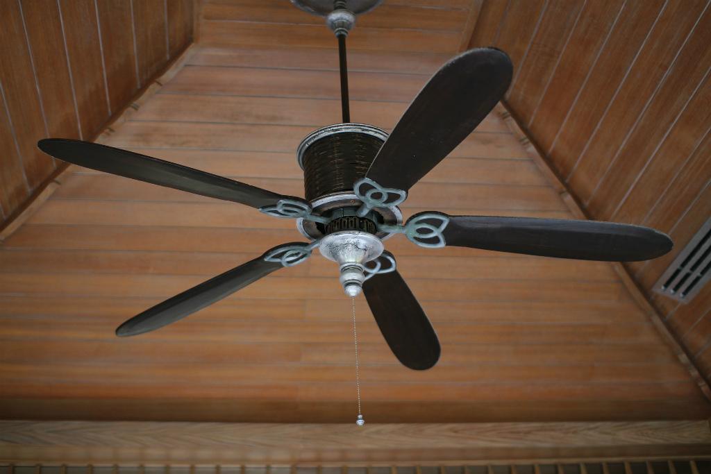 天井のファンの掃除業者に頼むとどれ位費用がかかるの?